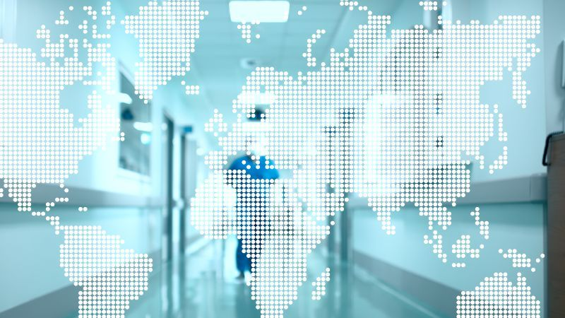 Symbolbild Medizin mit Weltkarten-Hologramm
